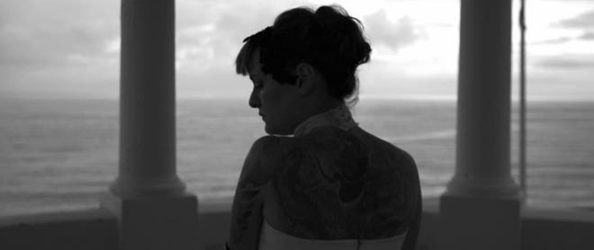Татуираният гръб на Рут Колева