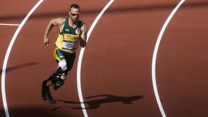 http://bulevard.bg/attachments/pictures-photos/0003/5582/medium/oskar-pistorius-na-pistata-v-london-2012-g.jpg?1413883484