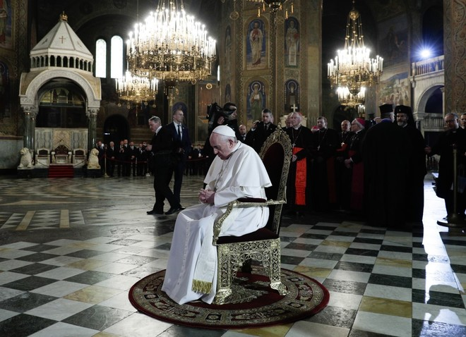 """Тихата молитва на папа Франциск в """"Св. Александър Невски"""""""